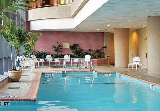 Bethesda, MD: Indoor/ Outdoor Pool
