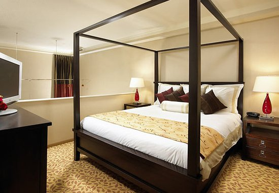 San Mateo, CA: Loft Suite