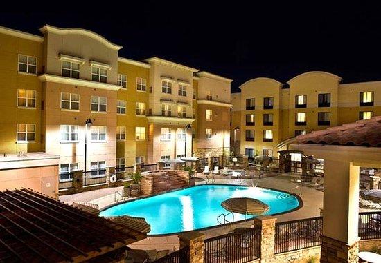 Residence Inn Phoenix Glendale Sports & Entertainment District: Outdoor Pool