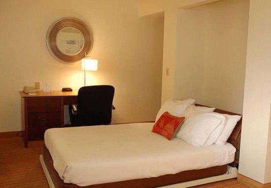 San Mateo, CA: Penthouse Suite Murphy Bed