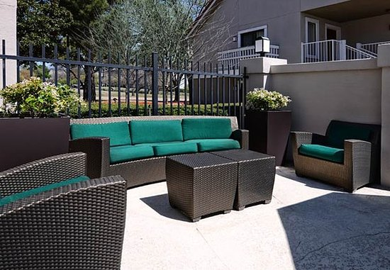 Residence Inn Dallas Las Colinas: Outdoor Pool Area - Seating Area