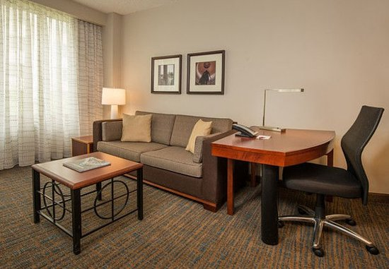 Bethesda, MD: Two-Bedroom Suite Living Area