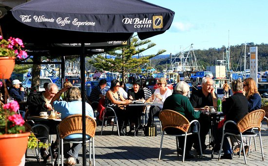 Wharfside Cafe: Outdoor seating
