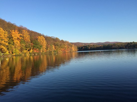 Bear Mountain Inn: The Lake