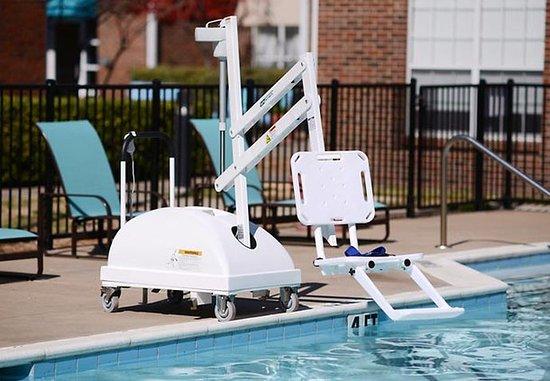 Residence Inn Dallas Richardson: ADA Pool Chair Lift