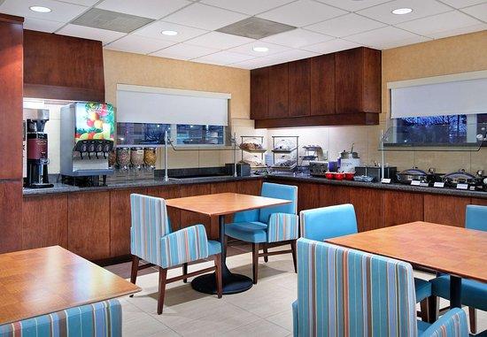 Residence Inn Knoxville Cedar Bluff: Breakfast Buffet