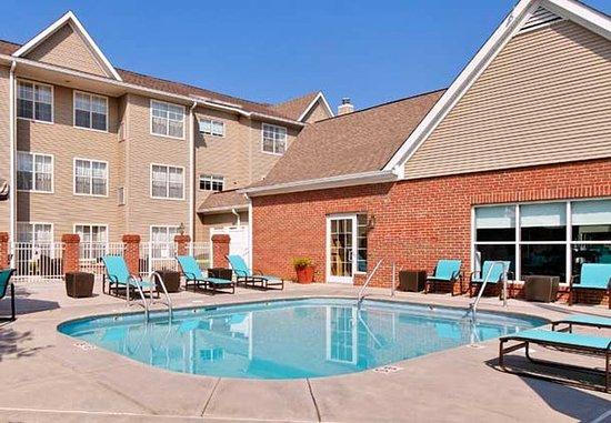 Residence Inn Knoxville Cedar Bluff: Outdoor Pool