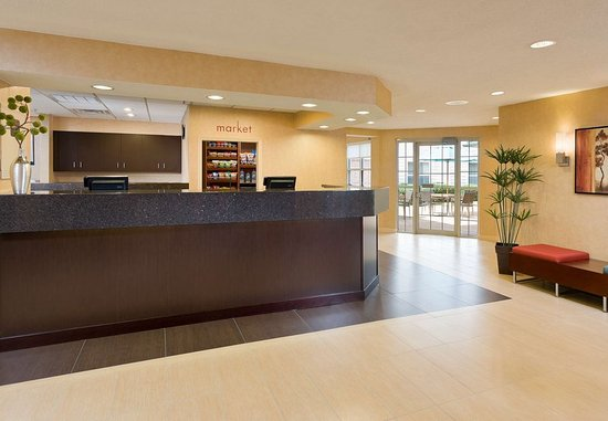 The Woodlands, TX: Front Desk