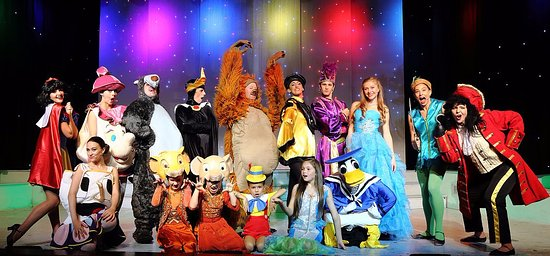 babbacombe theatre magic of christmas the 12 days of disney featuring the sproggles