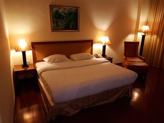 Golden View Hotel Batam: 20161101_200950_large.jpg