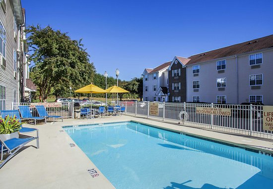 TownePlace Suites Greenville Haywood Mall: Outdoor Pool