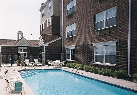 ‪‪TownePlace Suites Minneapolis-St. Paul Airport/Eagan‬: Outdoor Pool‬