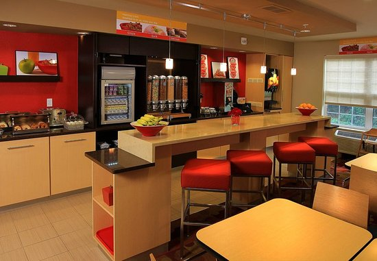 TownePlace Suites East Lansing : Breakfast Dining Area