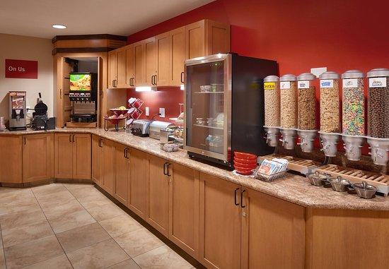 TownePlace Suites Sierra Vista: Breakfast Buffet