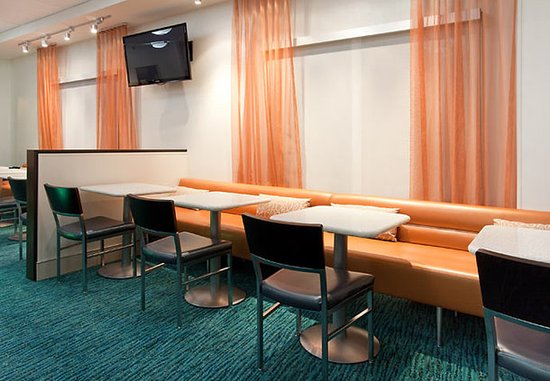 SpringHill Suites Portland Airport : Dining Area