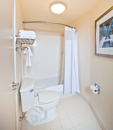 Hanover, MD: Suite Bathroom