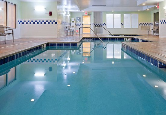 ‪‪SpringHill Suites Rochester Mayo Clinic Area/Saint Marys‬: Indoor Pool & Whirlpool‬