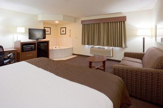 AmericInn Lodge & Suites Bismarck: Americ Inn Bismarck Whirlpool Suite