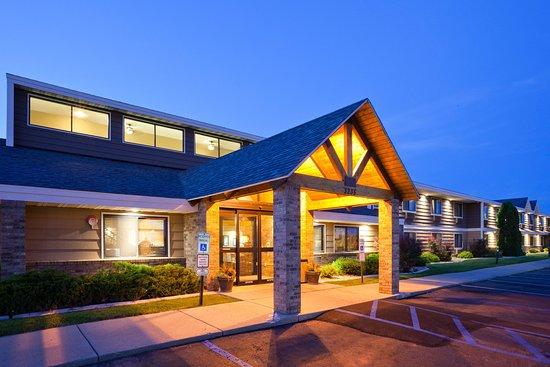AmericInn Lodge & Suites Bismarck: Exterior