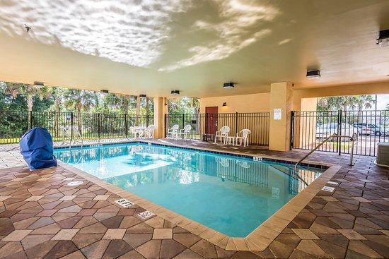 Comfort Suites Jacksonville I-295 : Pool