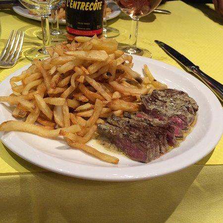 Blaye, Γαλλία: Brochette de gambas, brochettes de filet mignon de porc assiettes de tapas entrecôte, tajine de