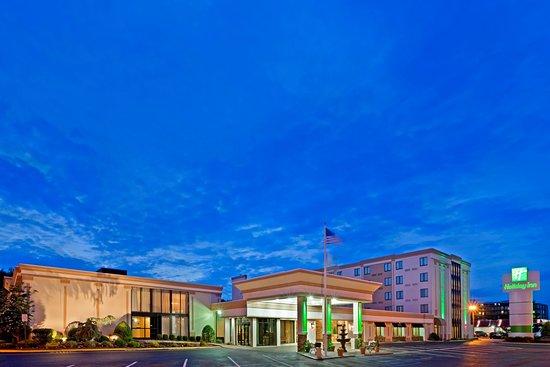 Holiday Inn Hasbrouck Heights: Exterior Feature