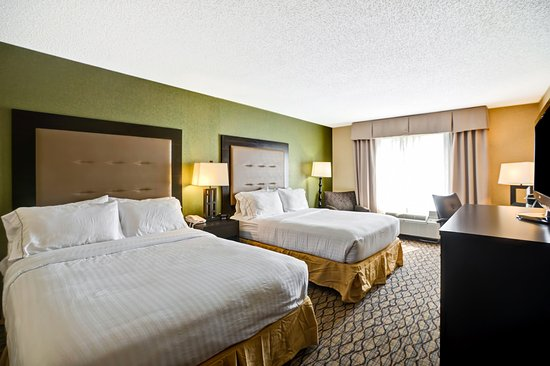 Christiansburg, VA: Have a restful night sleep in our Double Queen rooms.