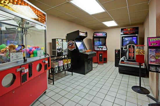 Holiday Inn Alexandria: Recreation Center Arcade