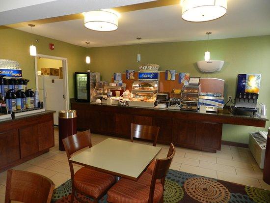 Anderson, SC: Breakfast Bar