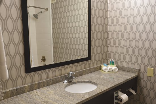 Anderson, SC: Plenty of vanity counter space for all your bathroom accessories