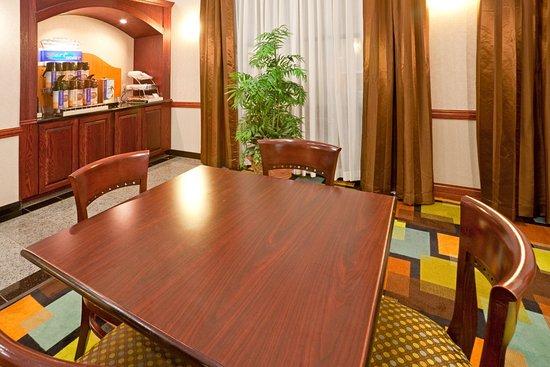 Holiday Inn Express Round Rock: Breakfast Bar