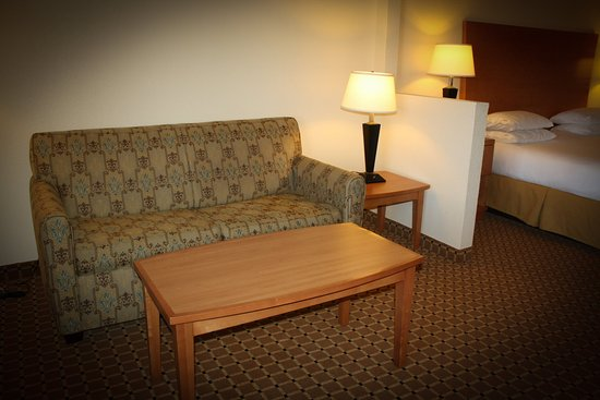 Holiday Inn Express Greer Taylors: Close to shopping centers, Haywood Mall and across from Kohl's