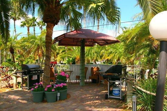 Tropical Beach Huts: Picture Of Tropical Beach Resorts, Siesta Key