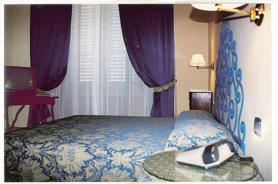 Annabella Hotel: Single room with private bath