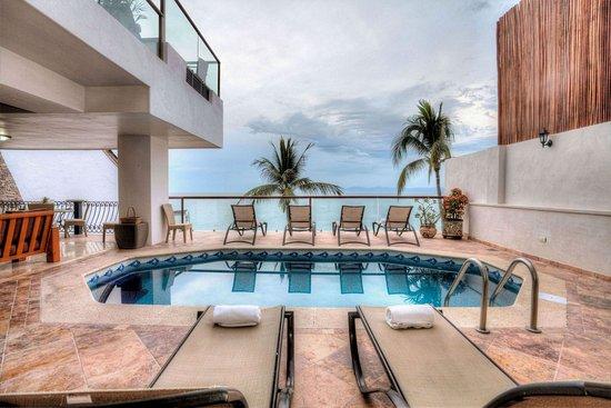 Vallarta Shores: Sky Suite B terrace/pool