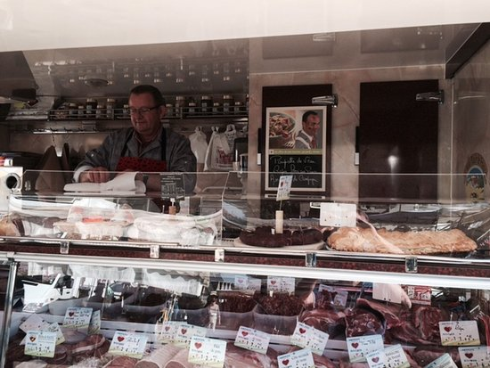 Buzancais, Francia: Butcher on wheels - Saturday market