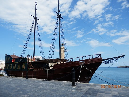 Panormos, اليونان: Прогулочная яхта в порту