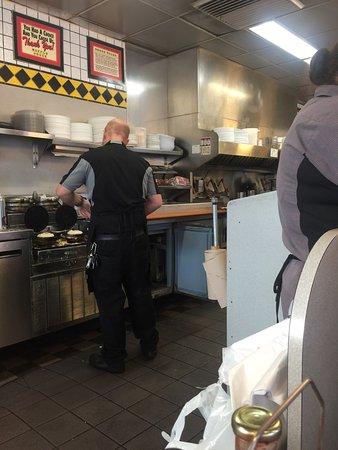 Clarksville, Арканзас: Waffle House