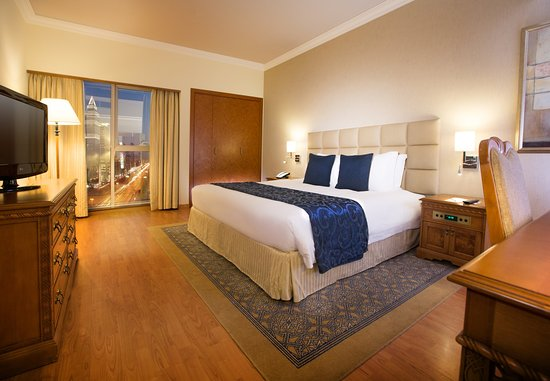 Crowne Plaza Dubai: Relax in our apartments overlooking Sheikh Zayed