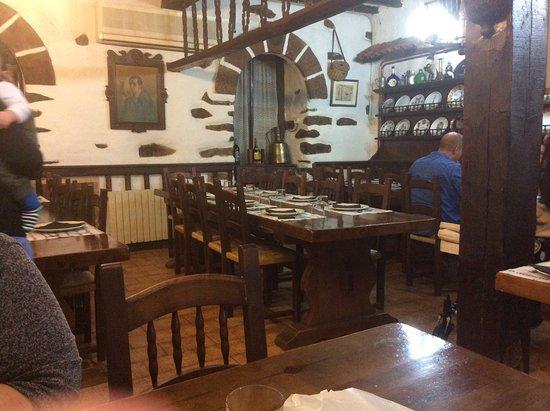 Etxalar, España: l'intérieur du restaurant