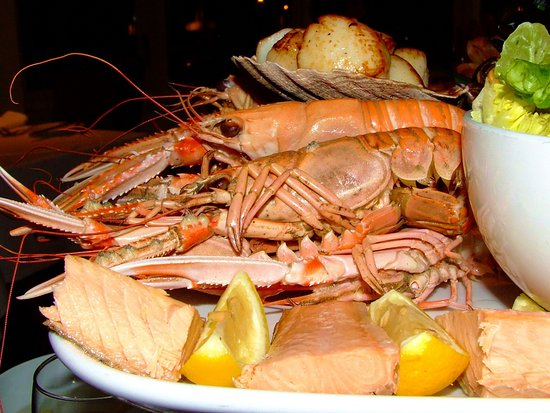 Port Appin, UK: Grand Platter for two - with an extra lobster!