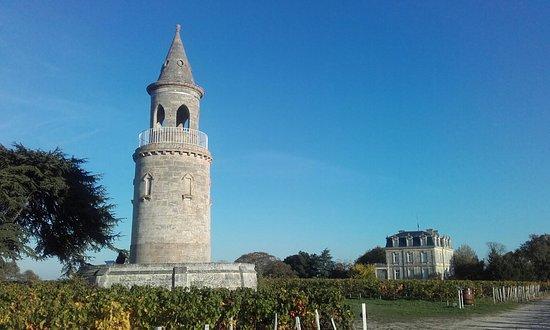 Begadan, Francia: Tour de By et arrire du Château