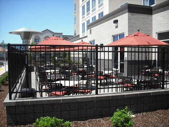 Springfield, OR: Outdoor Dining at Amici