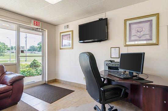 Rodeway Inn: Business Center