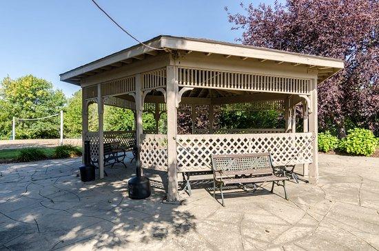 Rodeway Inn: Courtyard