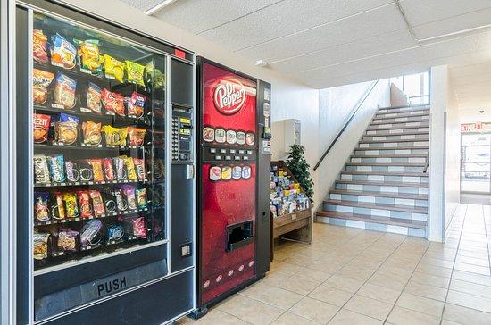 Rodeway Inn: Vending