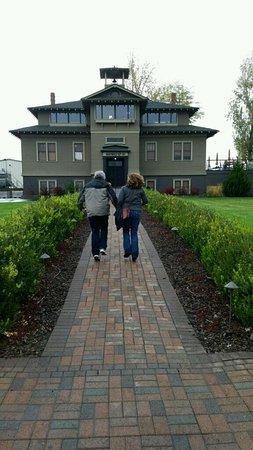 Lowden, WA: Skipping our way up to L'Ecole in excitement