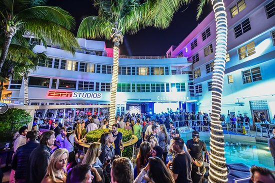 Clevelander: Nightlife
