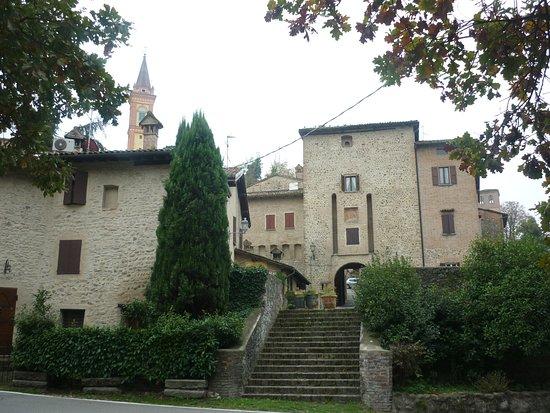 Savignano sul Panaro, Italien: Il borgo visto dall'esterno