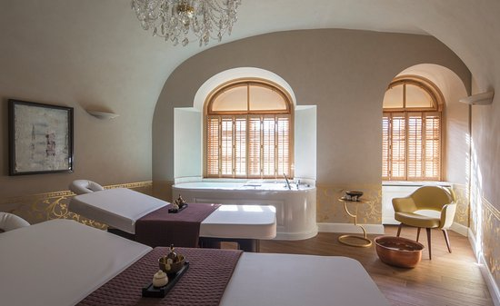 Four Seasons Hotel Prague: AVA Spa  - Couples Suite